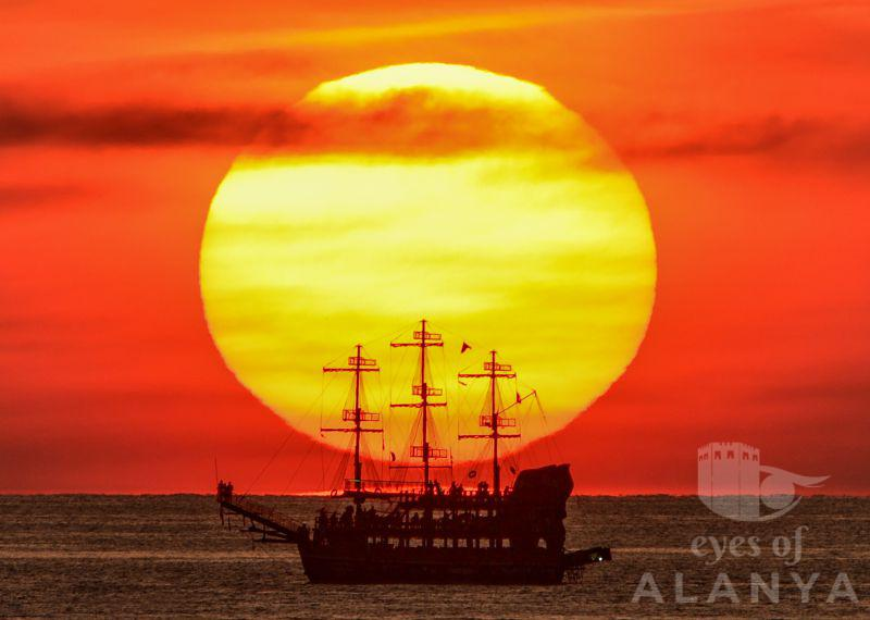 Sunset and ship in one frame -Abedin, Mostafa
